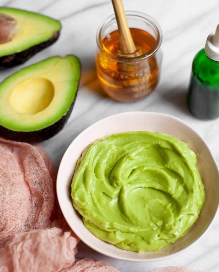 Маска с витамином B 12, авокадо и крахмалом